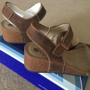 184b56522770 White Mountain Shoes - White Mountain Haines Leather Sandals - NIB